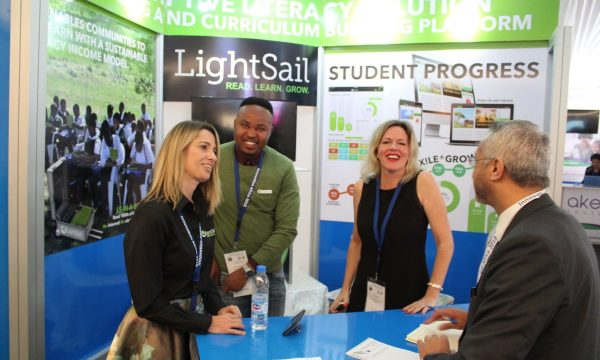 11-Lightsail stand